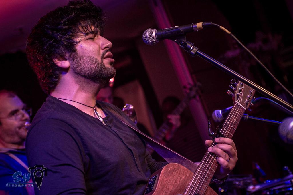 john-melo-singer-songwriter-musician-musiker-johnmeloentertainment